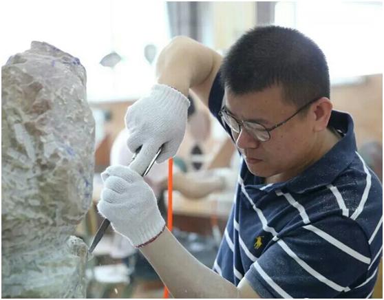 此石无处补青天,倩谁领去做传奇——徐永泽先生的石雕情怀