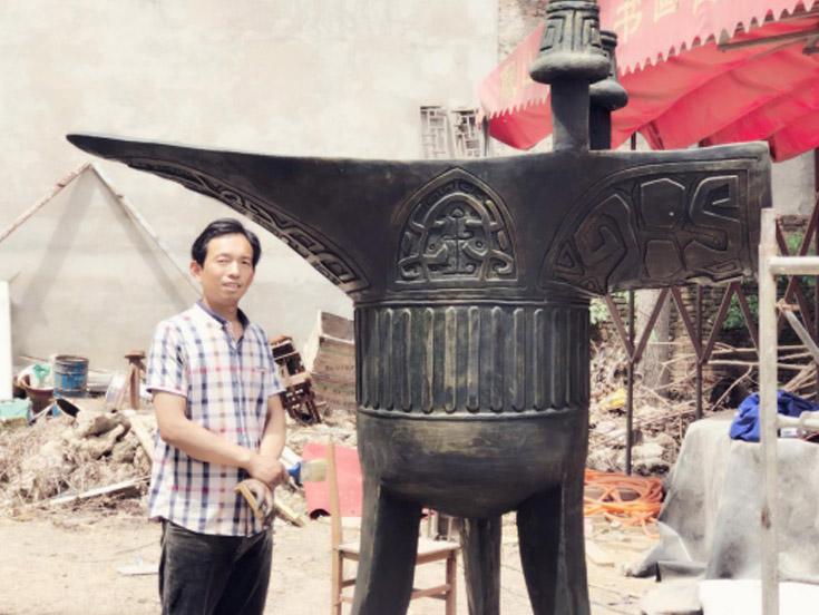 在自然界进行取材,充分发挥自己的想象力--泥塑雕刻师郭自敏